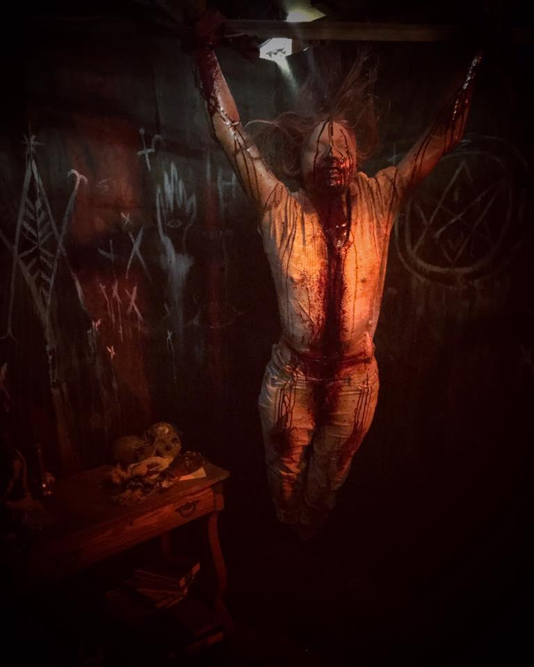 Paranoia Haunted House Hanging Body