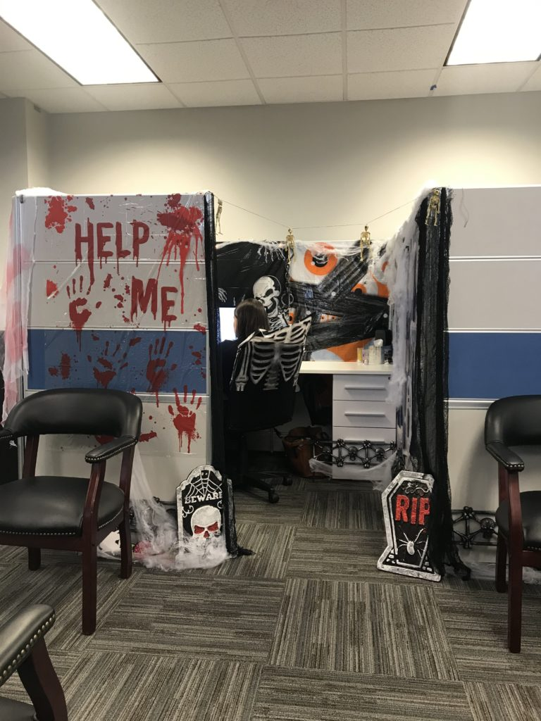 Ideas For Decorating Office Cubicle For Halloween from i0.wp.com