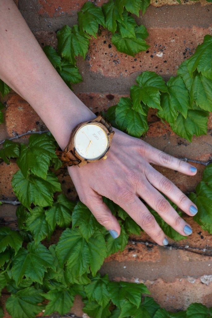 Chicago blogger Peggy Kollias JORD Zebrawood & Champagne watch https://www.woodwatches.com/g/hallwaysaremyrunways