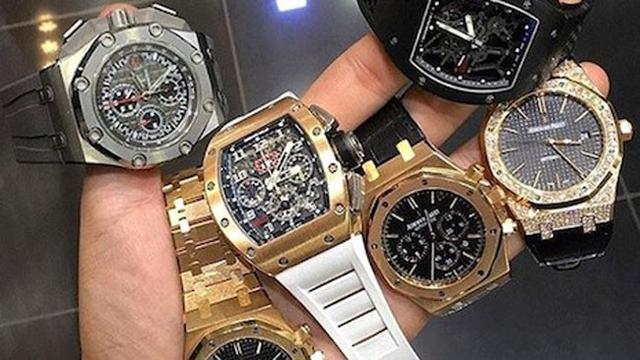 Penjual Jam Tangan Mewah Mengincar Pasar Online