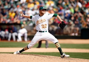 Jesse Hahn delivers a pitch during a game against the Detroit Tigers at O.co Coliseum on May 25, 2015 (Ezra Shaw/Getty Images)