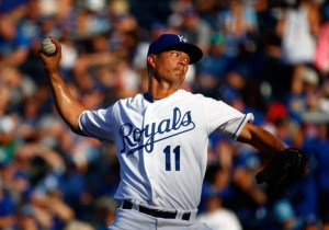 Jeremy Guthrie delivers a pitch during a game against the Chicago White Sox at Kauffman Stadium on August 8, 2015 (Jamie Squire/Getty Images)