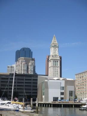 Gehry blockish bldg at Aquarium