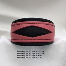 roze halsband, zwarte halsband