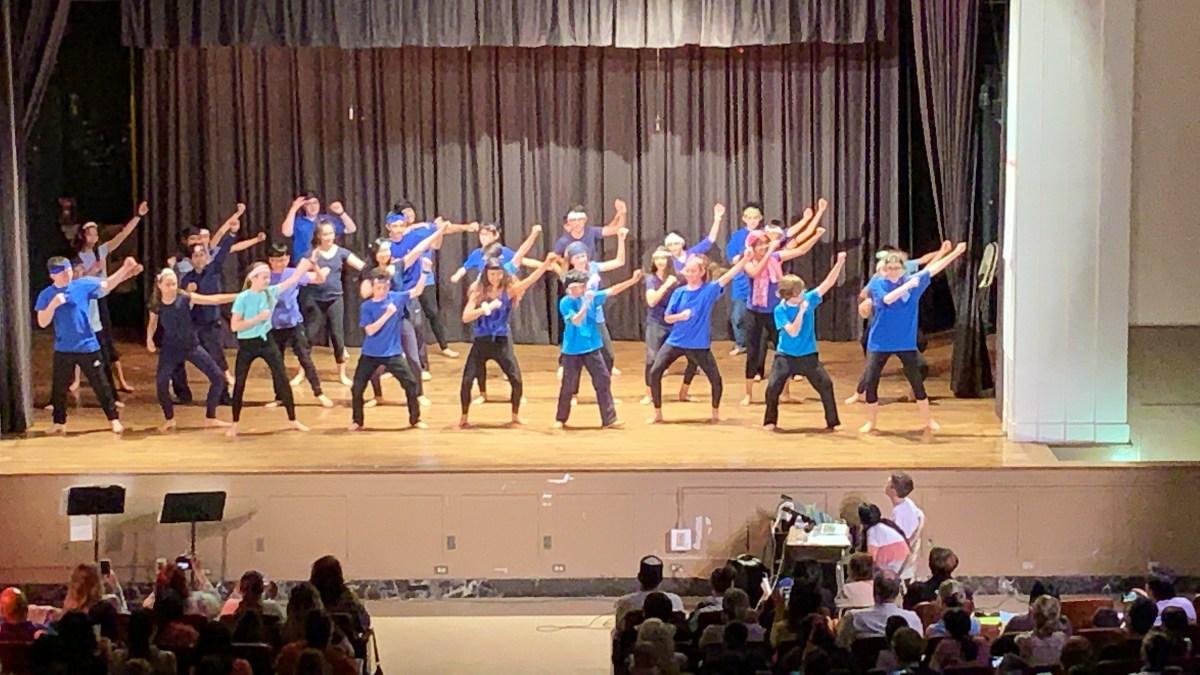6th Grade Dance Performance 5