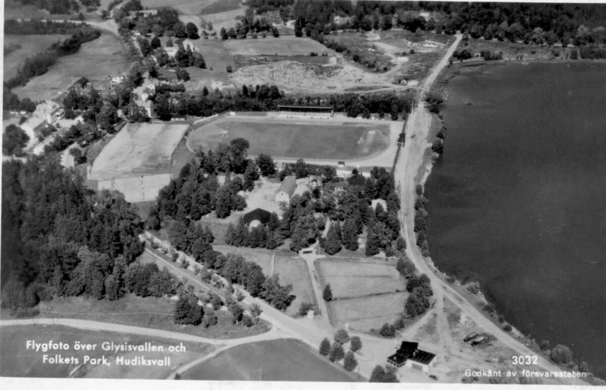 Ett flygfoto över Glysisvallen och Folkets park i Hudiksvall.