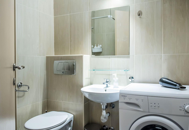 Studio 1 Bathroom