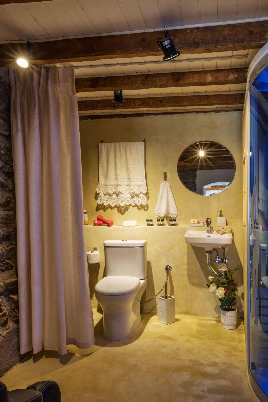 Ouziel bathroom 2