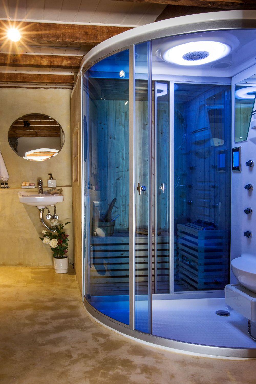 Ouziel bathroom 2 sauna