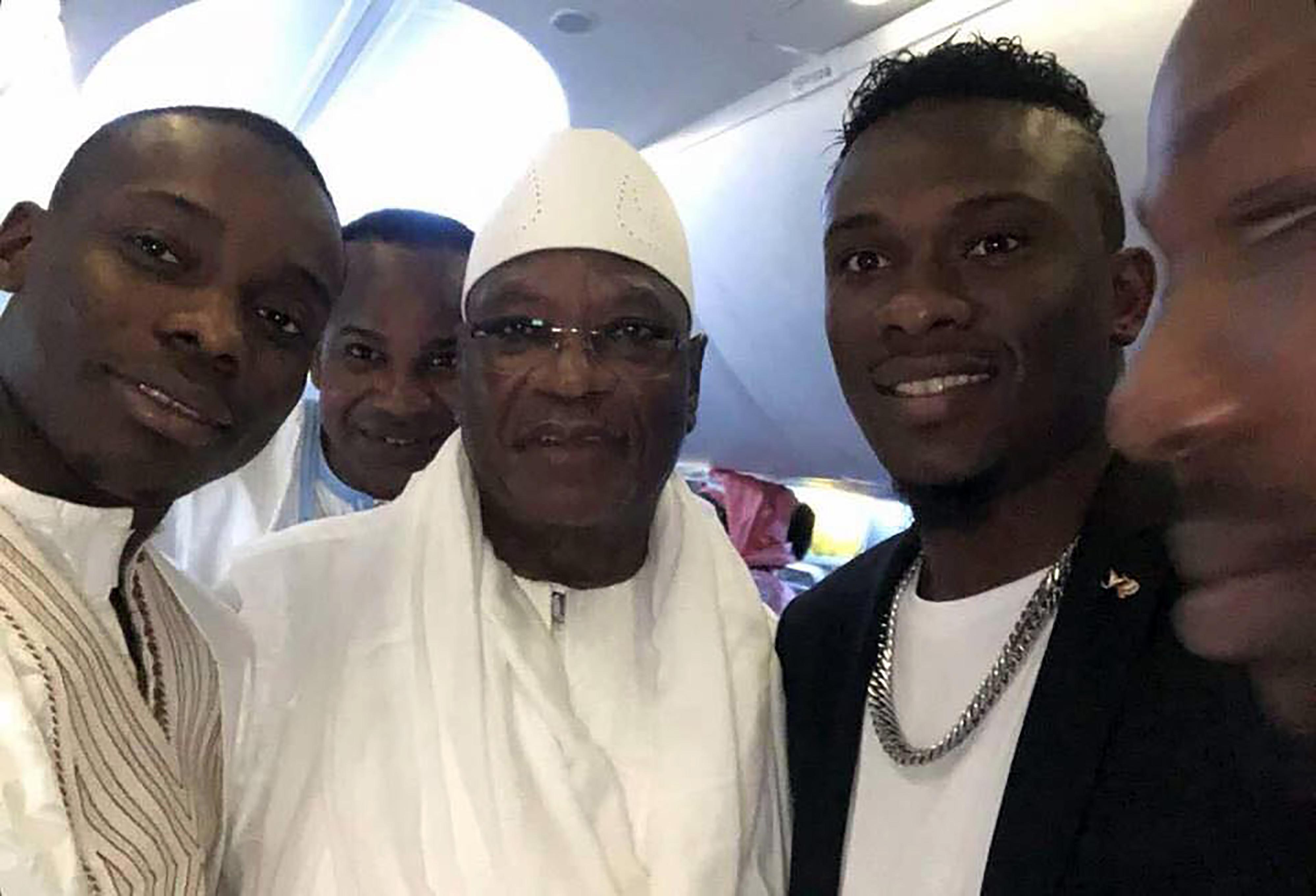 Mali les invités du voyage présidentiel divisent les internautes