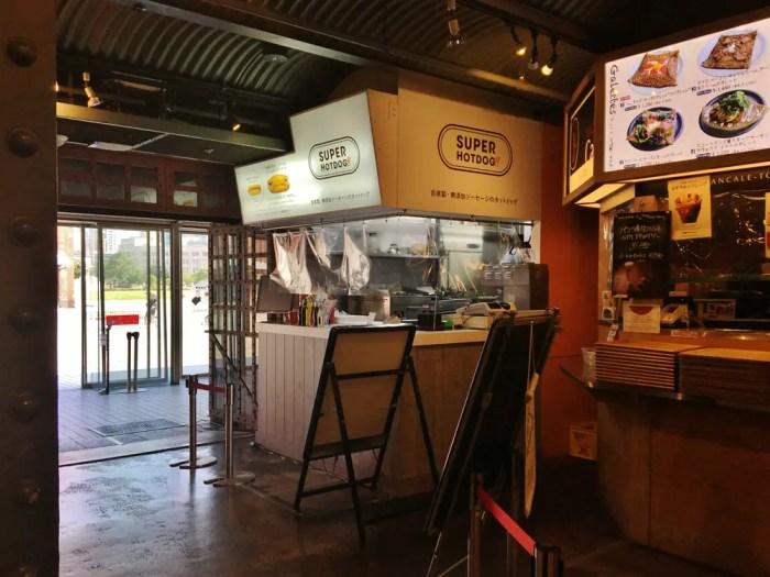 SUPER HOTDOG 横浜赤レンガ倉庫店