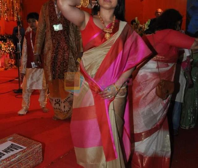 Rani Mukherjee Celebrates Durga Pooja In Mumbai On Th Oct