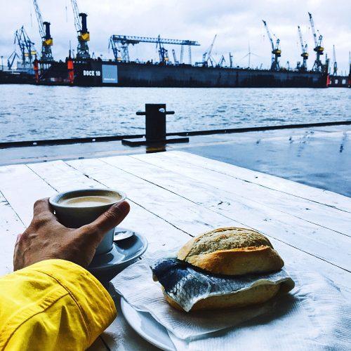 Fischbrötchen Brücke zehn: Hamburg bei Schmuddelwetter, Frau Elbville Hamburg Companion
