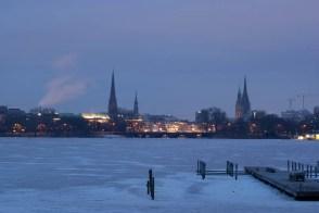 zugefrorene Alster 2012