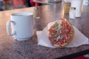 1.Frühstück lecker Mettbrötchen und Kaffee