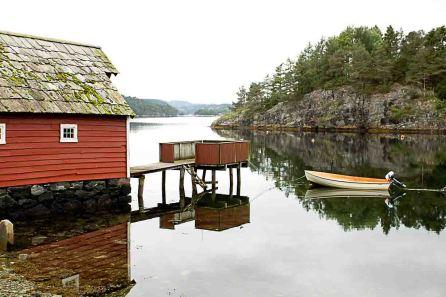 Bootshaus im Fjord