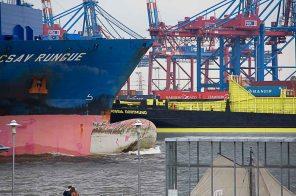 Schiffsverkehr auf der Elbe