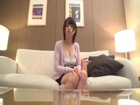 旦那とセックスしても満足できない童顔若妻!我慢できずにホテルで他人棒とセックスしちゃうハメ撮り動画