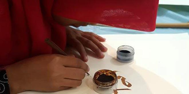 kaligrafer wanita