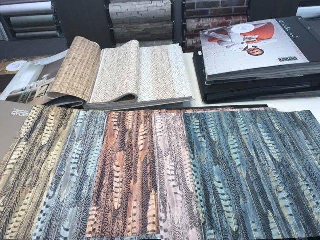 V našem prodajnem salonu je na voljo preko 10.000 različnih tapet.