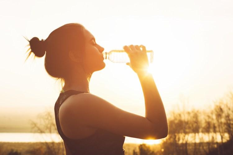 beber agua covid