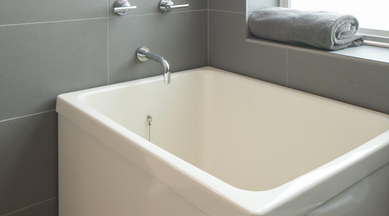 Ofuro Soaking Tubs vs American Style Bathtubs  Hammer  Hand