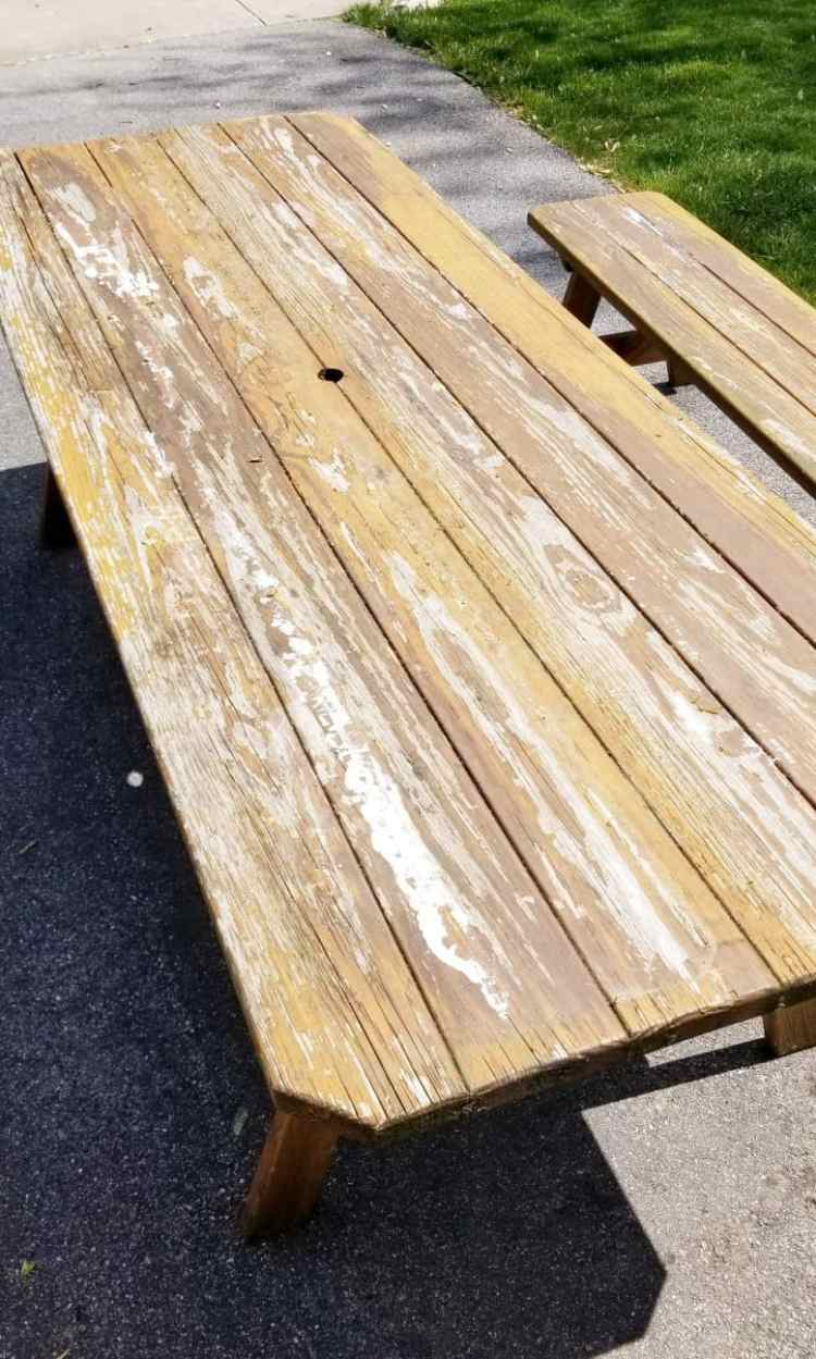 How to Refinish a Wooden Picnic Table