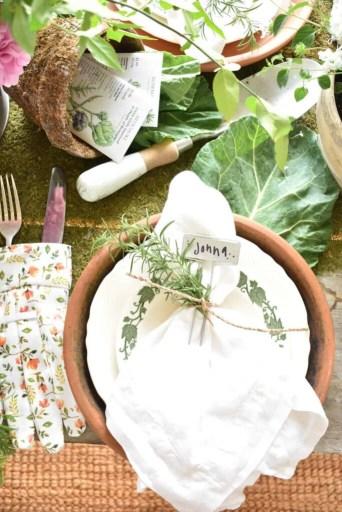 garden style tablescape