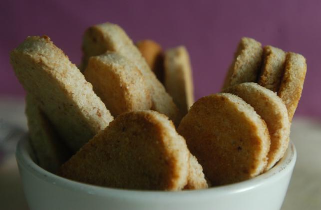 kue sagon, makanan khas tulungagung