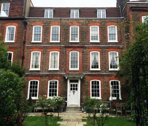 Hampstead Housesitters Housesitting Service
