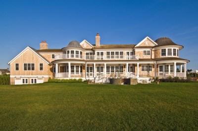 Hamptons Luxury Home by Hamptons Habitat Custom Home Building