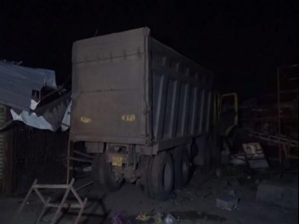 फुटपाथमा सुतेका मजदुर माथि ट्रक कुदाउँदा १५ को मृत्यु