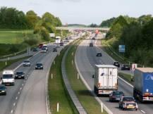 Autofahren muss umweltbewusster geschehen. Wir möchten Elektroautos unterstützen.