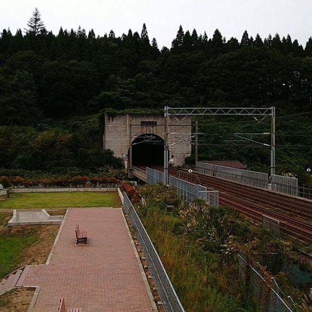 なんとか晴れてるので、青函トンネル観に来たよ。@青函トンネル入口広場。もう貸切状態。