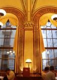 教会のような内装のcafe central