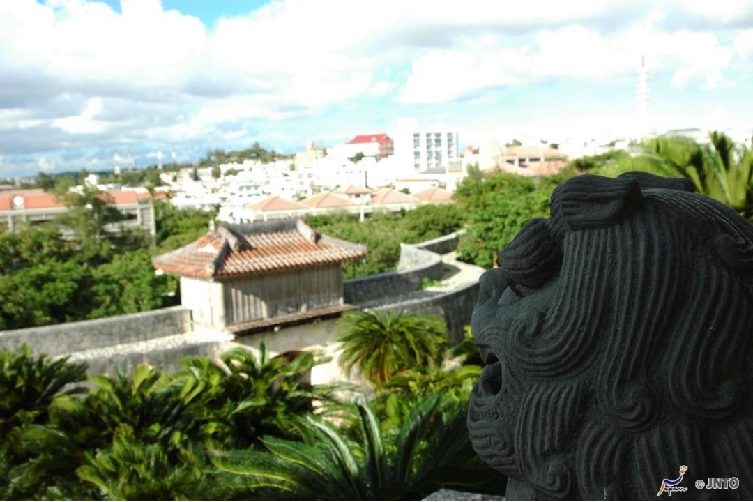A Shiisa and Naha City (JNTO)