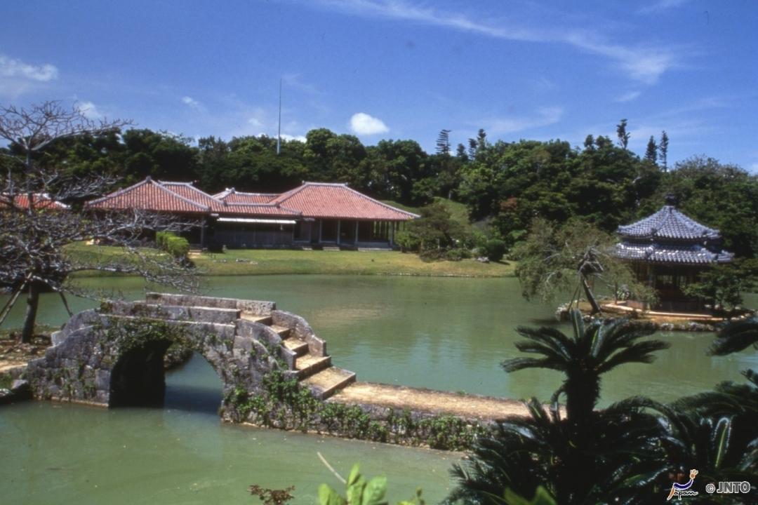 Shikina-en Garden Okinawa (JNTO)