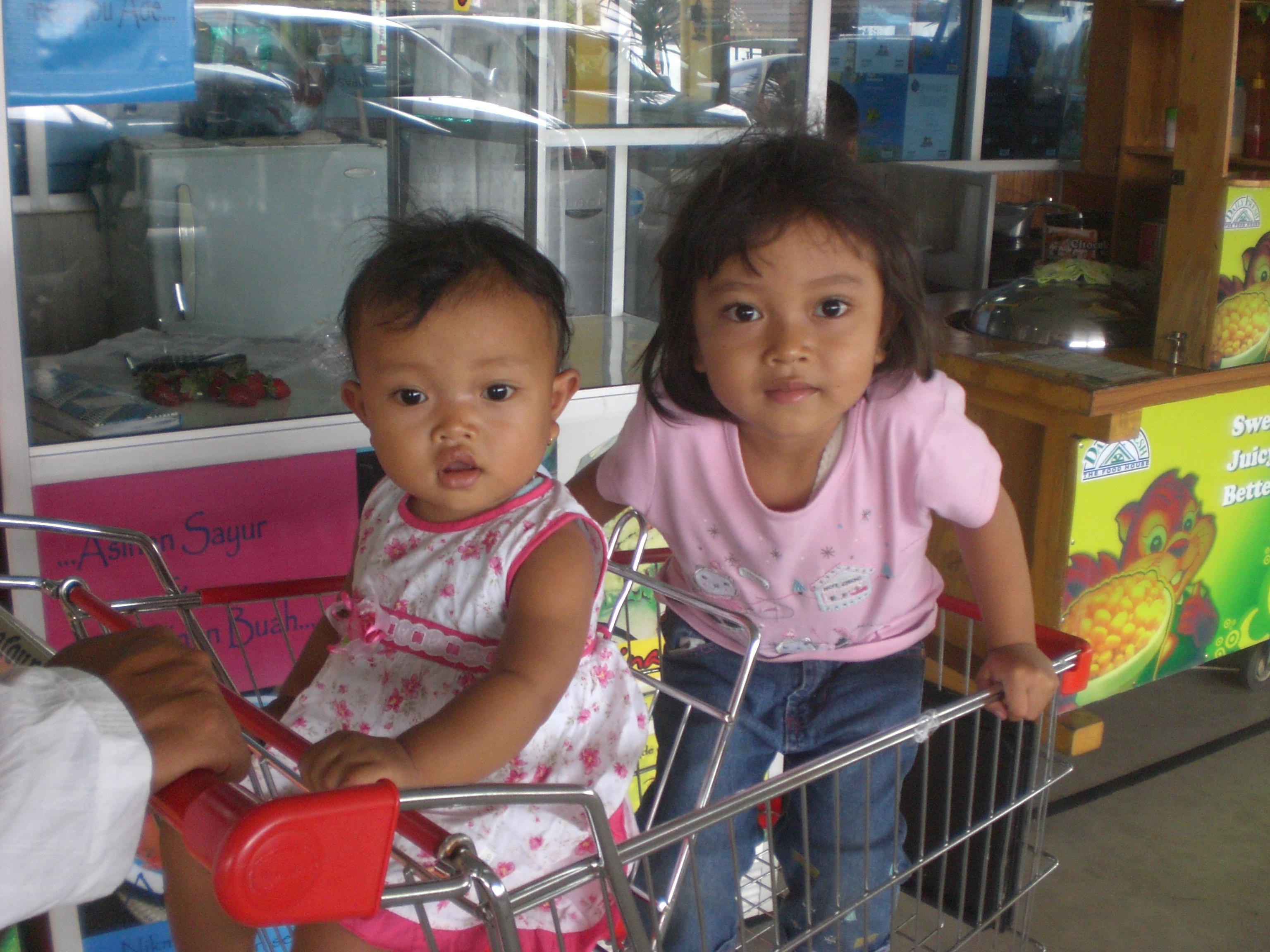 Hana dan Yasmin