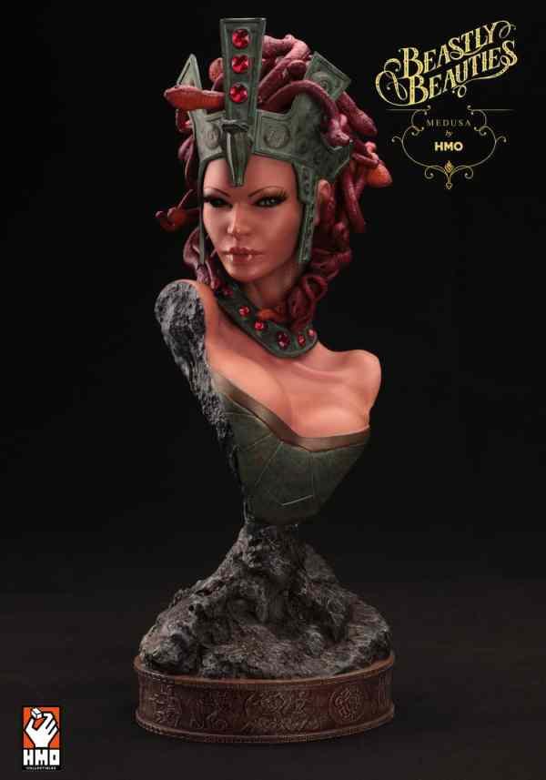 Medusa Statue Bust . Collectibles