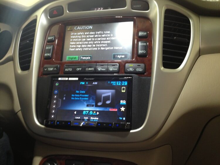 2003 Honda Accord Stereo Wiring 2006 Toyota Highlander Hybrid Gets A New Pioneer Double