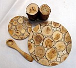 Grytunderlägg, salt- och pepparkar och liten sked