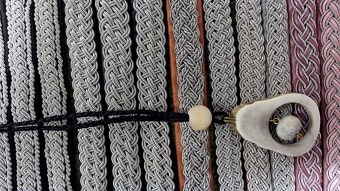 Tenntrådsarmband och halssmycke av renhorn
