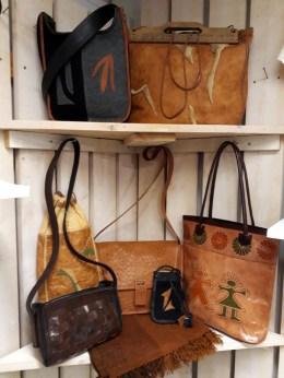 Handsydda läderväskor
