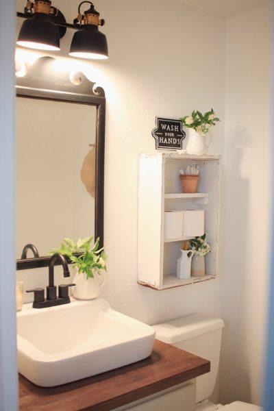 Budget Friendly Farmhouse Bathroom Makeover