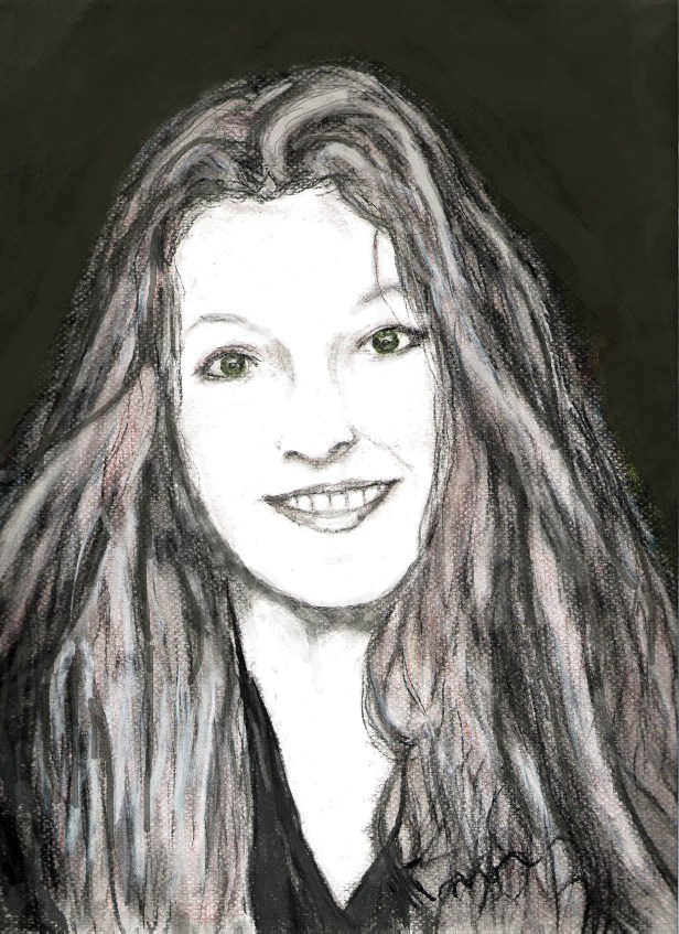 dessin au fusain. Portrait de ma fille Charlotte à 14 ans.  De face, le visage est clair et lumineux, Elle est souriante, on voit ses dents supérieurs. Elle a le regard pétillant. Elle a de longs cheveux blonds, porte un sweat shirt gris foncé. L'arrière-plan est sombre.