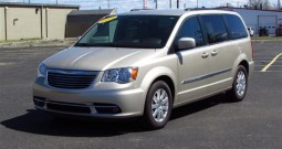 2014 Chrysler Town and Country Touring – Rear Entry