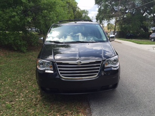 2009 Chrysler Town & Country Limited – Side Entry Pending Sale full