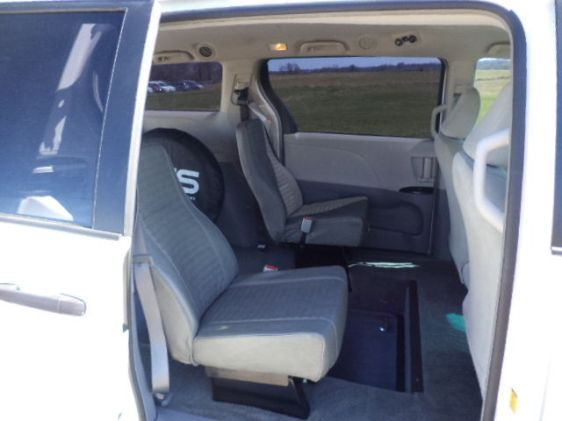 2012-toyota-sienna-handicap-wheelchair-van-rear-entry-conversion-7