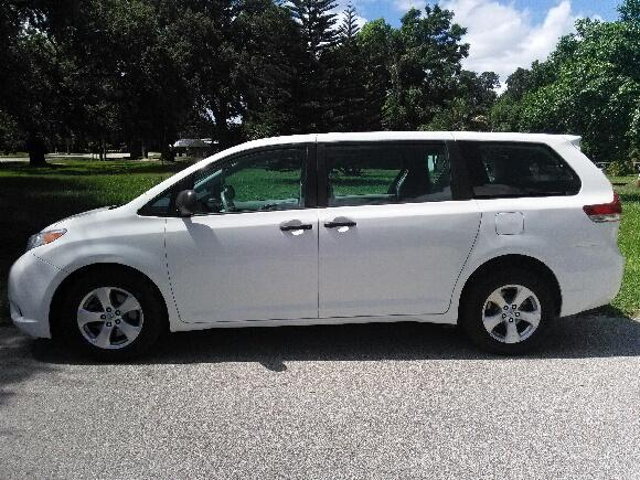 2014 Toyota Sienna LE Taxi Cut Rear Entry Wheelchair Van – Hold upto 6 people full