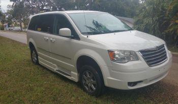 2010 Chrysler Town & Country Side Entry Minivan full
